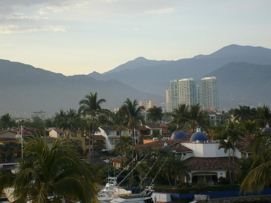 Flamingo Vallarta Hotel & Marina: Another view from bathroom Window