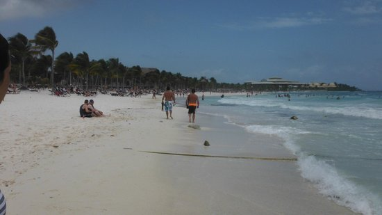 Barcelo Maya Colonial: Walking the beach