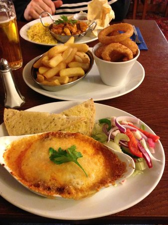 The Valley Anglesey: Chicken Madra, lasagne with ciabatta with extra chips and mushroom ring £15 amazing