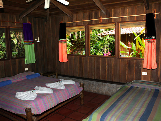 Esquinas Rainforest Lodge: Rooms with private bath, fan and porch