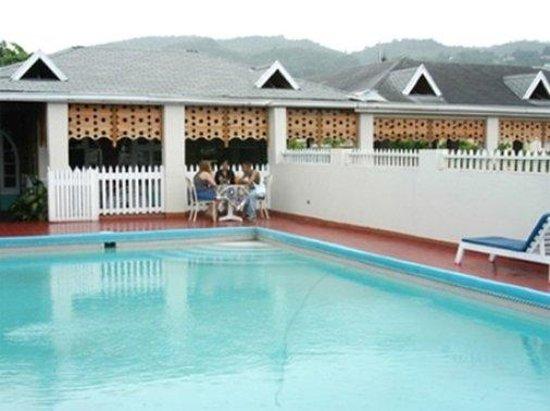 Village Hotel : Exterior