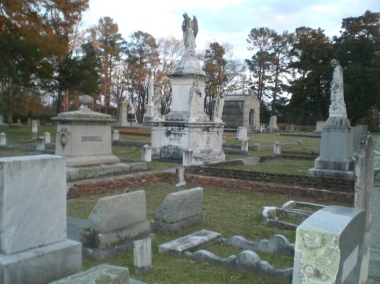 Old Oakwood Cemetery monuments