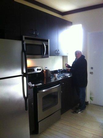 Tradewinds Apartment Hotel: la cuisine