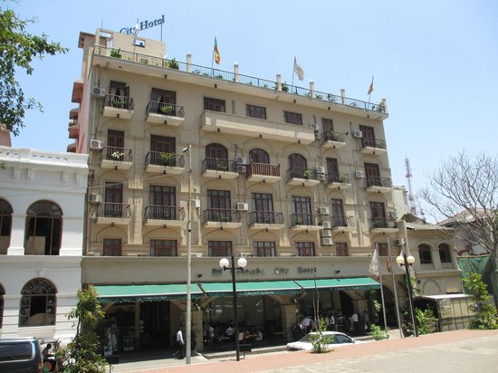 Colombo City Hotel: Facade of hotel