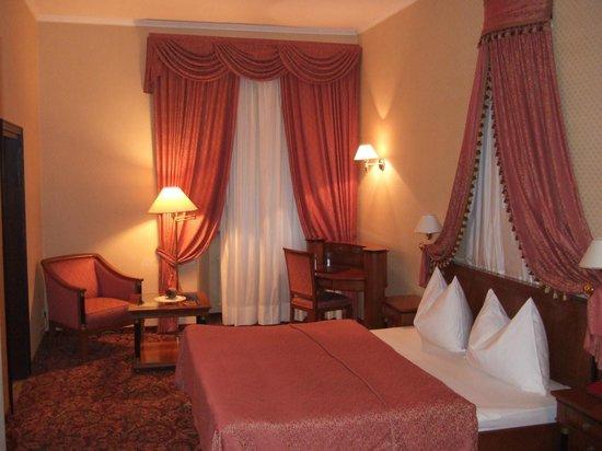Parkhotel Luna Mondschein: Our room.