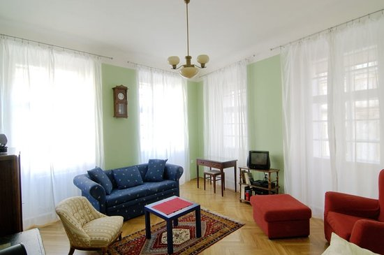 Eclectic Apartments: 1st floor apartment - living room (free Wi-Fi)