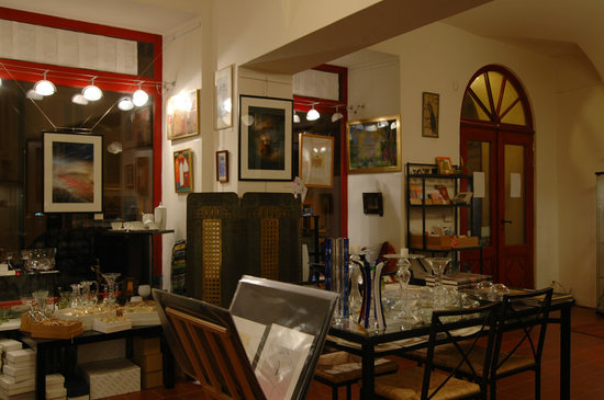 Eclectic Apartments: Eclectic Gallery on the ground floor of the house
