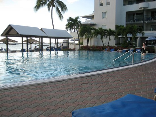 فلامينجو بيتش ريزورت باي دياموند ريزورتس: our pool
