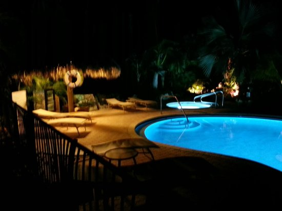 Kona Kai Resort, Gallery & Botanic Garden: Kona Kai pool at night