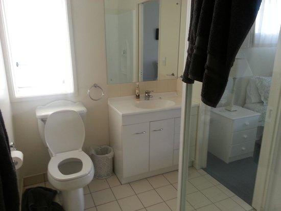 119 on Georges Bed & Breakfast: Bathroom w/ Shower