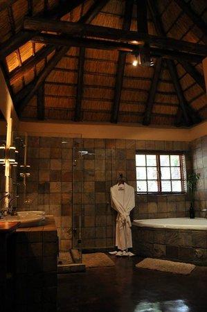 Elephant Plains Game Lodge: Salle de bains