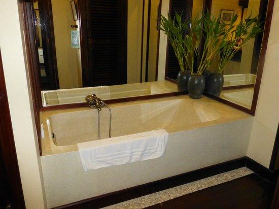 AMANJAYA Pancam Suites Hotel: salle de bains