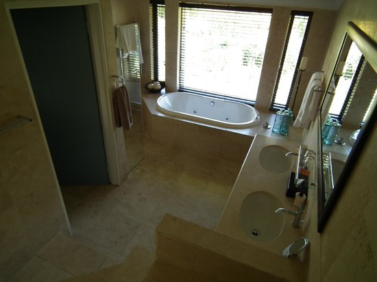 Keren's Vine: Modern and luxury bathroom