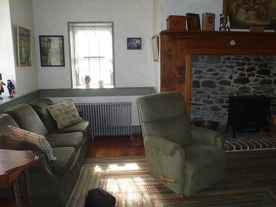 Rocky Acre Farm B&B : The Apartment living room