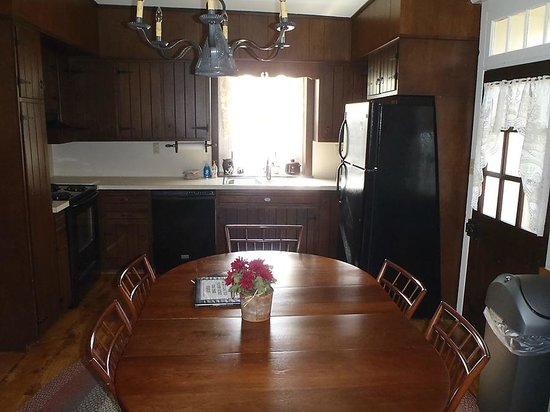 Rocky Acre Farm B&B : The kitchen dining room of the apartment