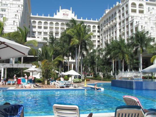 Hotel Riu Palace Pacifico: Picture from swim up bar