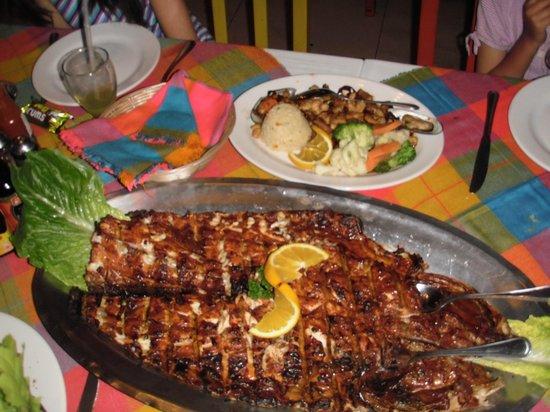 Mariscos Tino's: Pescado Zarandeado