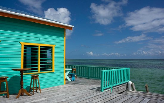 Tranquility Bay Resort: Blue skies from the dock