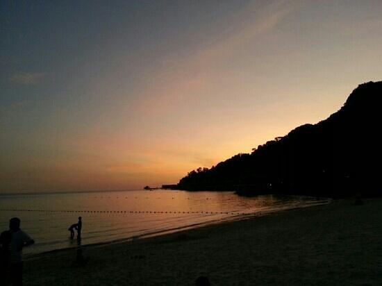 Tengah Beach : berjaya resort