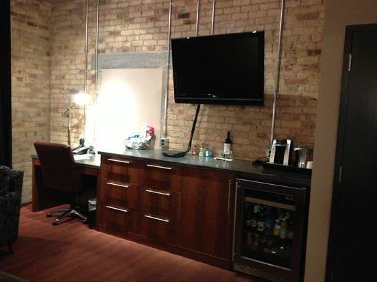 The Iron Horse Hotel: Desk/bar area