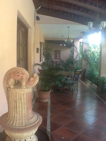 Hotel Boutique Villa Maya: A grand patio for afternoon chats and snacks