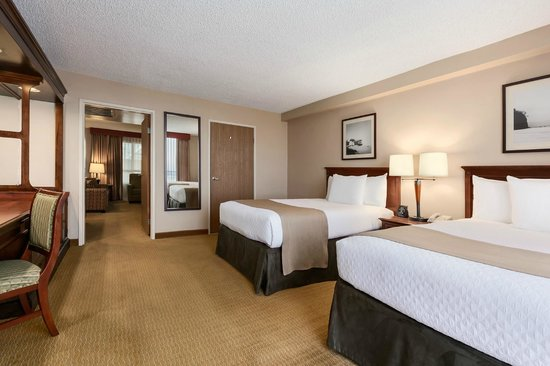 Embassy Suites by Hilton San Francisco Airport - South San Francisco: Suite