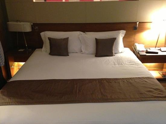 Centara Grand at Central Plaza Ladprao Bangkok: Huge bed
