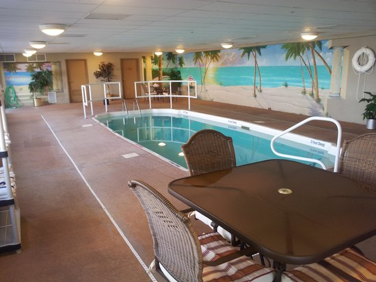 Maplewood Suites Extended Stay : pool