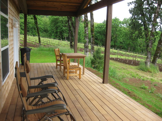 Red Ridge Farms: Cottage patio