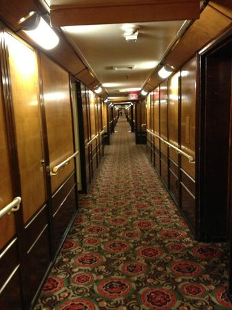 ‪‪The Queen Mary‬: View down hallway‬