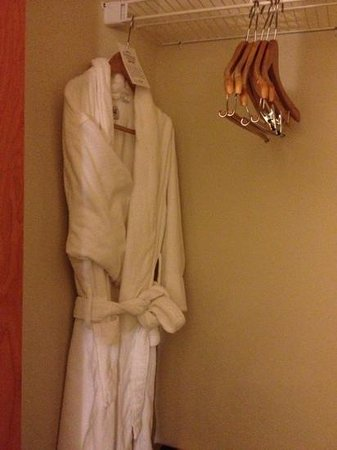 Fairfield Inn & Suites Winnipeg: bathrobe at a Fairfield!