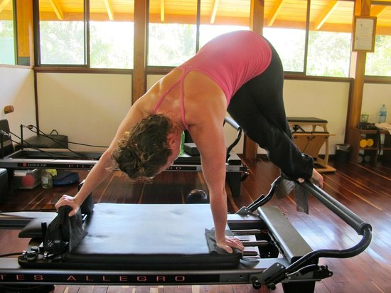 Pilates Nosara: Doing snake