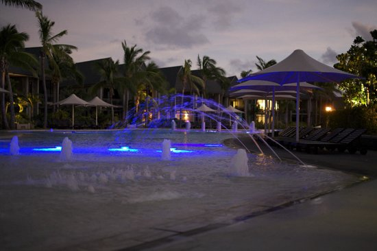 InterContinental Fiji Golf Resort & Spa: Kids pool at night