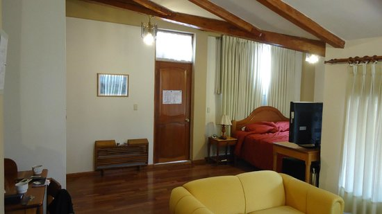 BEST WESTERN Los Andes De America: Looking towards the bed and bathroom