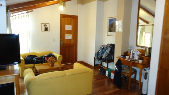 BEST WESTERN Los Andes De America: Living Room Type Area