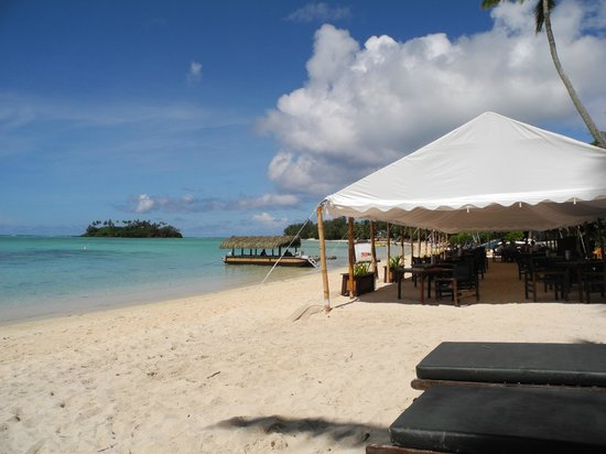 Pacific Resort Rarotonga: beachfront dining