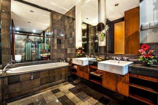 Kuta Seaview Boutique Resort & Spa: Family Room's Bathroom