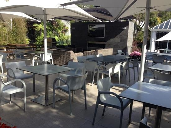 Commodore Airport Hotel, Christchurch: outdoor entertainment area