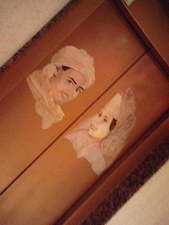 Wassim Hotel: エレベーターの扉がだいたいこんな感じです