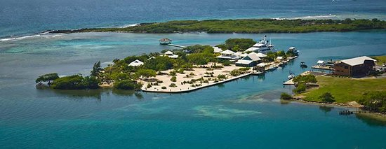 Barefoot Cay Resort: Aerial view of the private cay