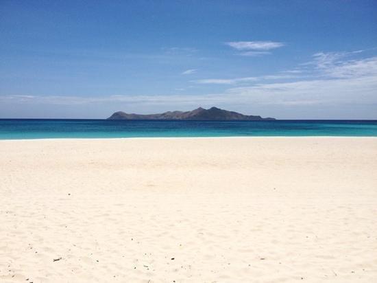 อมันปูโล: カシータ2前の穏やかなビーチ(雨季は逆側ーラグーンクラブ側がメインビーチとなります)