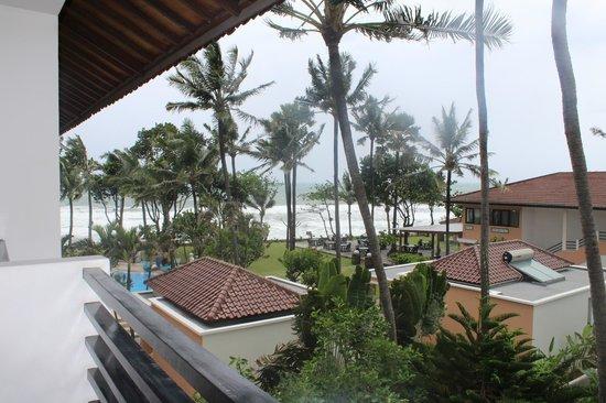 Legong Keraton Beach Hotel: ВИД ИЗ НОМЕРА