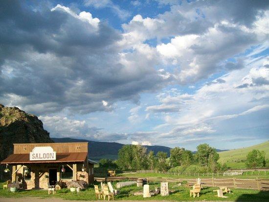 Rocking Z Guest Ranch: Saloon