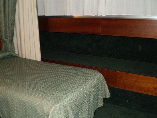 Hotel Cicerone: 部屋 荷物置き