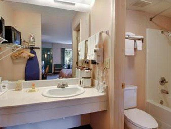 Days Inn Harrison: Bathroom