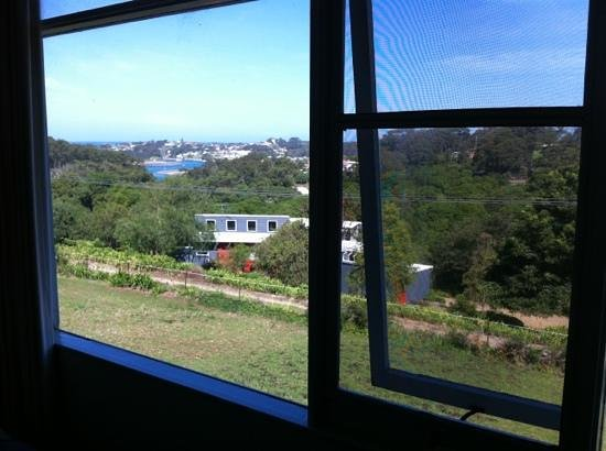Ecotel Narooma: Don't believe the photos you see on Wotif, this is the real view from the room.