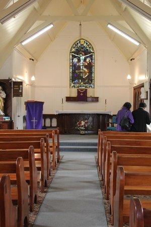 Catholic St. Patrick's Akaroa : inside the little church