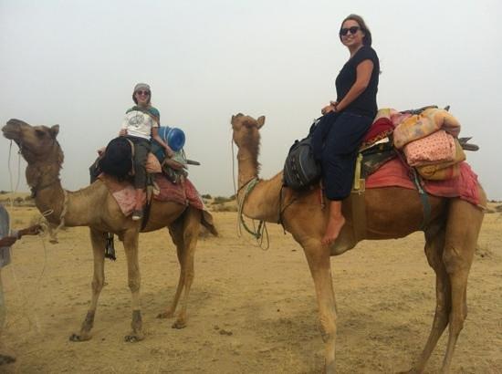 Hotel Mirage: camel gals