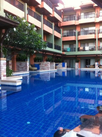 Patong Merlin Hotel Deluxe Pool View Access Rooms By Bar
