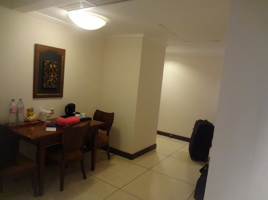 The Patra Bali Resort & Villas: Patra - Entry / Table